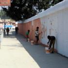 Оградите се боядисват за празника