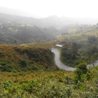 пътя се вие из красиви местности