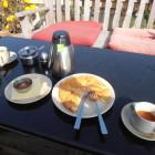 закуската - тибетски хляб с мед